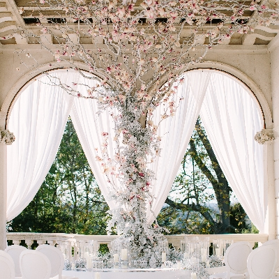 """Get ready to say """"I Do!"""" with tips from celebrity florist, Larry Walshe"""