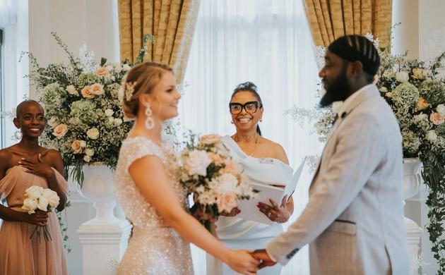 London wedding celebrant Jennifer Patrice conducting a wedding ceremony