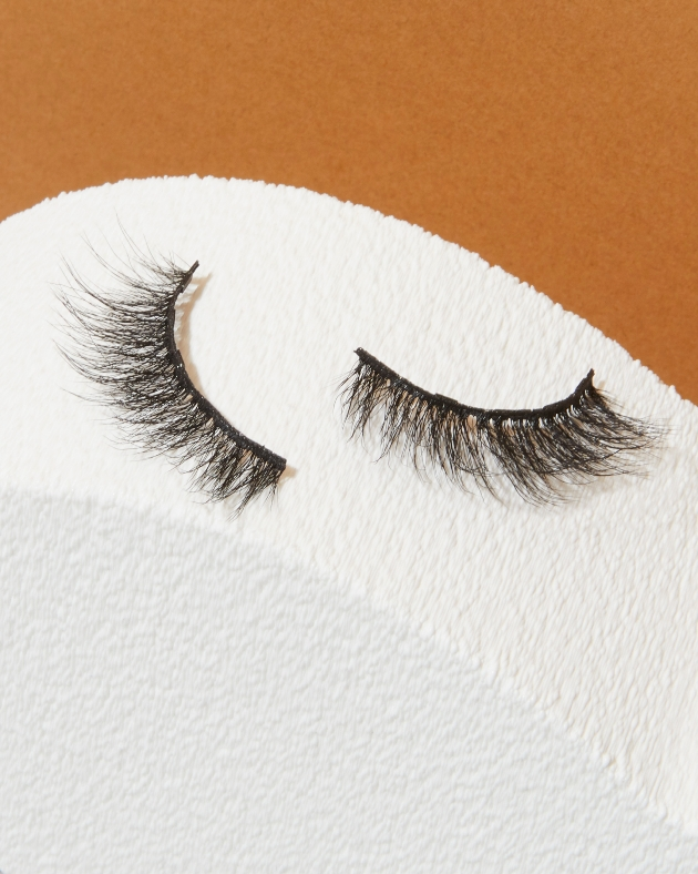Lola's lashes from the Amber set